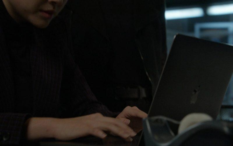 Apple MacBook Laptop in The Blacklist Season 7 Episode 7 Hannah Hayes