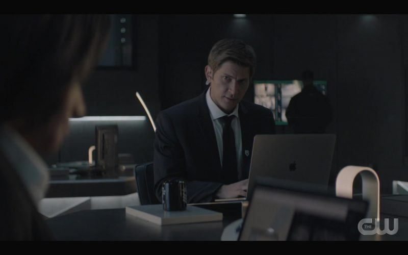Apple MacBook Pro Laptop Used by Greyston Holt as Tyler in Batwoman Season 1 Episode 7 (1)