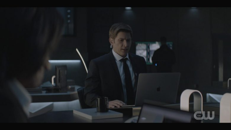 "Apple MacBook Pro Laptop Used by  Greyston Holt as Tyler in Batwoman Season 1 Episode 7 ""Tell Me the Truth"" (2019) - TV Show Product Placement"