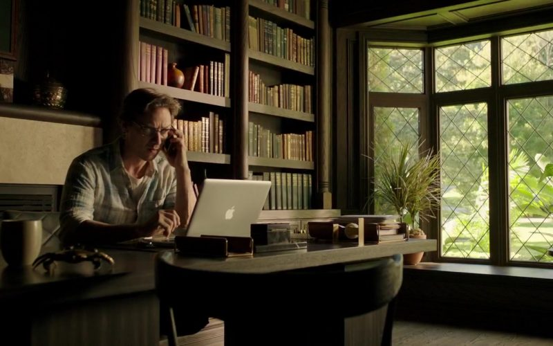 Apple MacBook Pro Laptop Used by James McAvoy as Bill Denbrough in It Chapter Two (2)