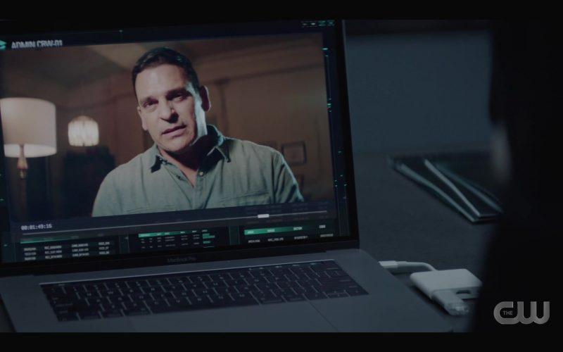 Apple MacBook Pro Laptop in Batwoman Season 1 Episode 6