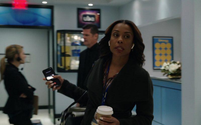 Apple Wireless Earphones in The Morning Show Season 1 Episode 5