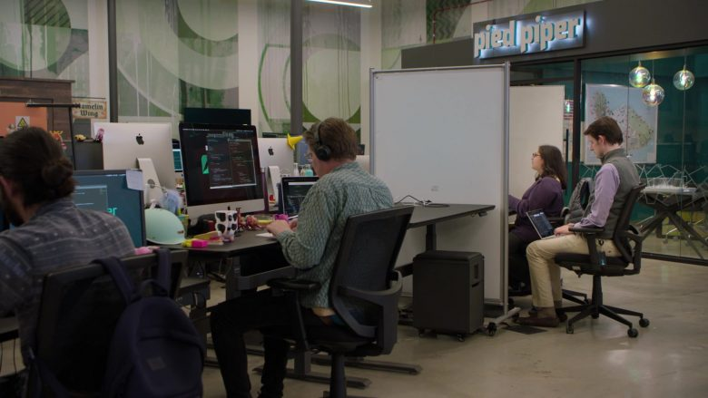Apple iMac All-In-One Computers in Silicon Valley Season 6 Episode 4 Maximizing Alphaness (2)