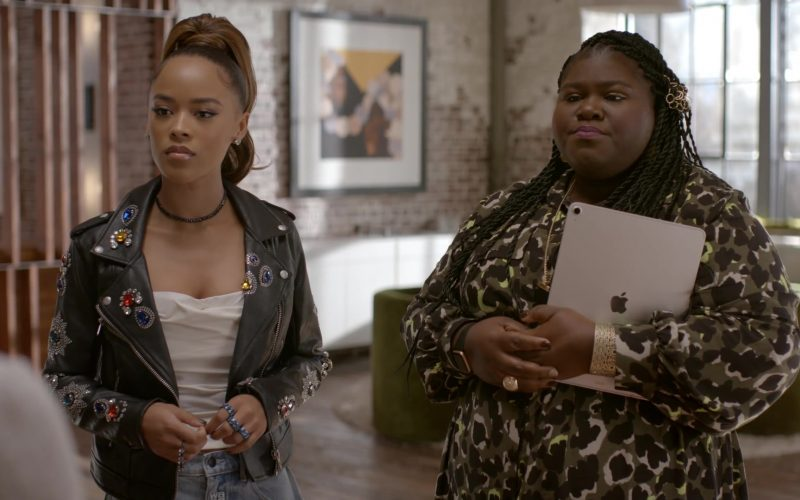 Apple iPad Tablet Used by Gabourey Sidibe as Becky in Empire Season 6 Episode 6 (6)