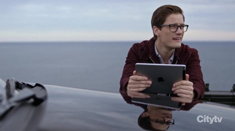 Apple iPad Tablet Used by Justin Kelly as IT Specialist Jesse Mills in Hudson & Rex Season 2 Episode 7 (1)