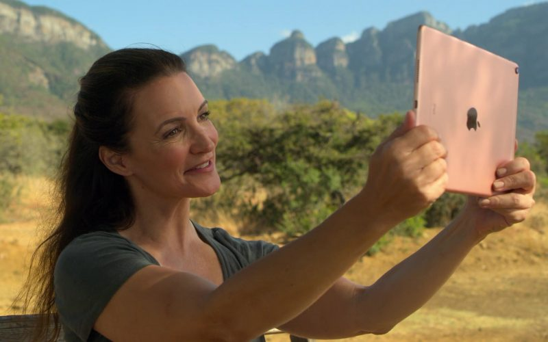 Apple iPad Tablet Used by Kristin Davis in Holiday In The Wild