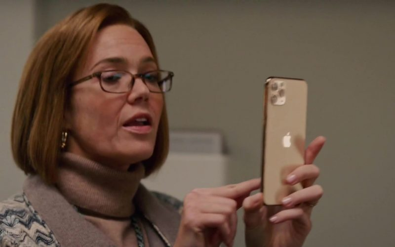 Apple iPhone 11 Pro Gold Smartphone Used by Mandy Moore as Rebecca Pearson in This Is Us Season 4 Episode 8 (4)