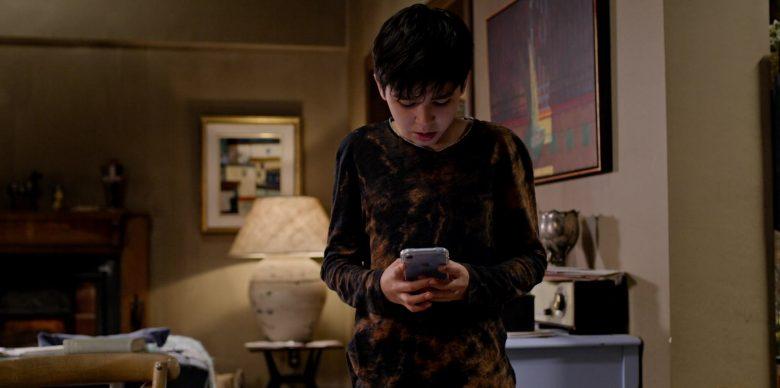 Apple iPhone Blue Smartphone in Ghostwriter Season 1 Episode 3