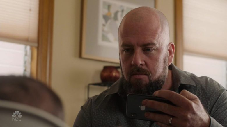 "Apple iPhone Smartphone Used by Chris Sullivan as Toby Damon in This Is Us Season 4 Episode 8 ""Sorry"" (2019) - TV Show Product Placement"