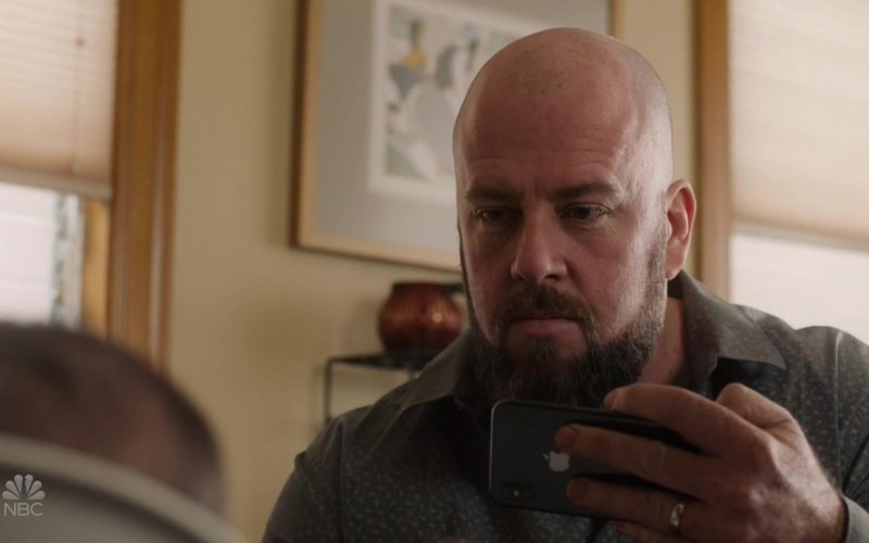 Apple iPhone Smartphone Used by Chris Sullivan as Toby Damon in This Is Us Season 4 Episode 8 (3)