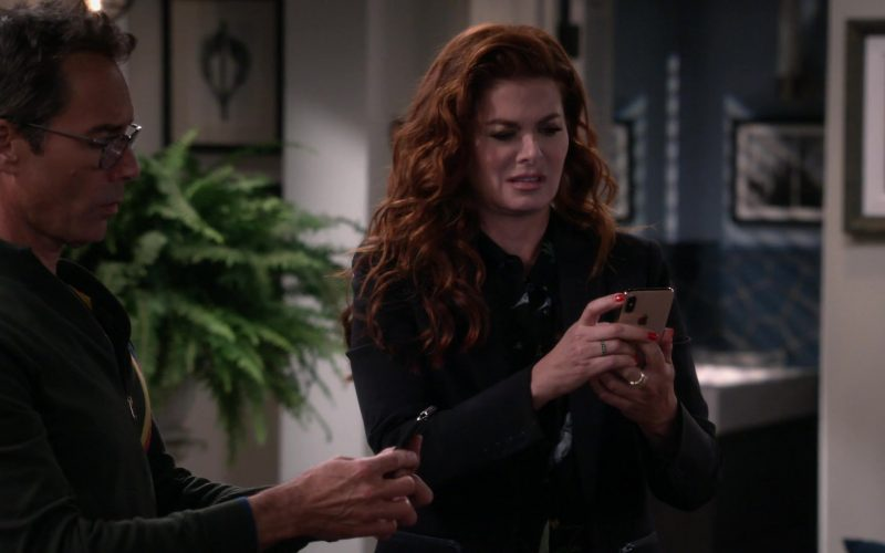 Apple iPhone Smartphone Used by Debra Messing in Will & Grace Season 11 Episode 3 (1)