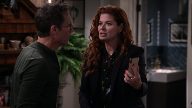 """Apple iPhone Smartphone Used by Debra Messing in Will & Grace Season 11 Episode 3 """"With Enemies Like These"""" (2019) - TV Show Product Placement"""