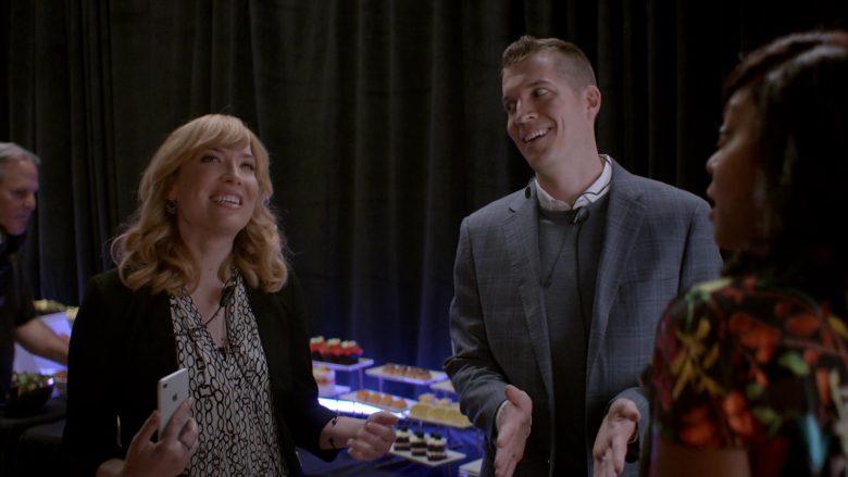 Apple iPhone Smartphone in Empire Season 6 Episode 7 Good Enough
