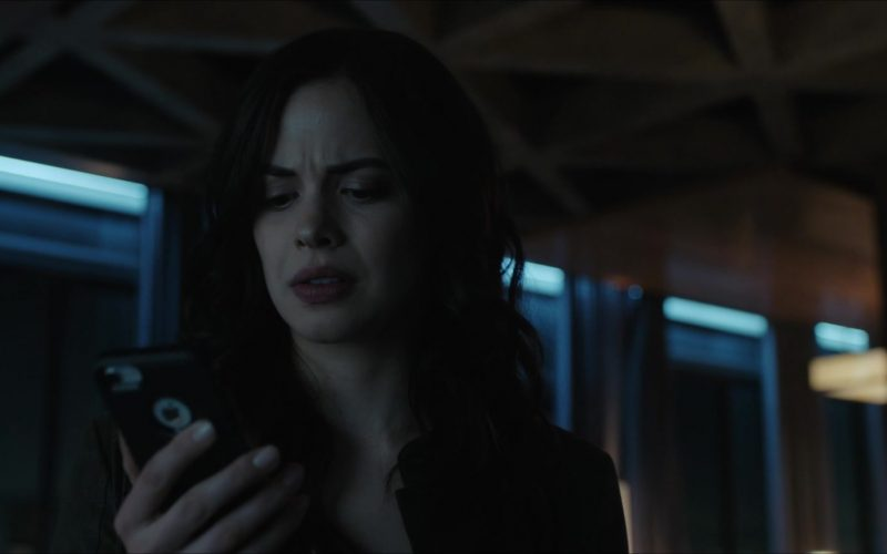 Apple iPhone Smartphone in Titans Season 2, Episode 11