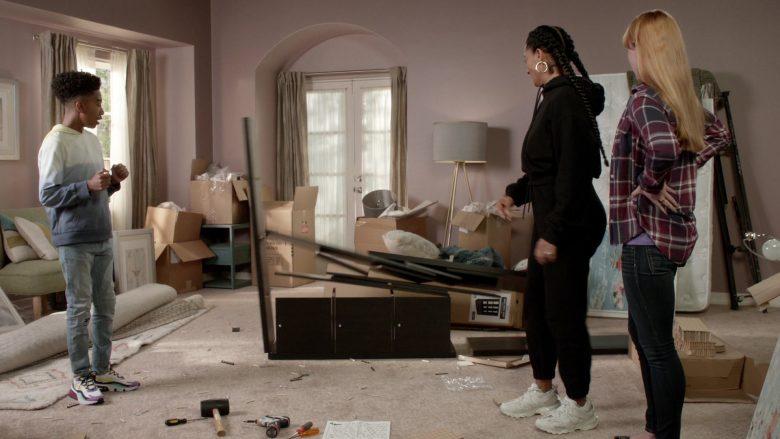 Balenciaga Sneakers Worn by Tracee Ellis Ross as Dr. Rainbow 'Bow' Johnson in Black-ish Season 6 Episode 7 (1)