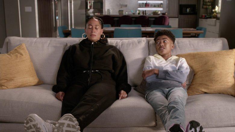 Balenciaga Sneakers Worn by Tracee Ellis Ross as Dr. Rainbow 'Bow' Johnson in Black-ish Season 6 Episode 7 (4)