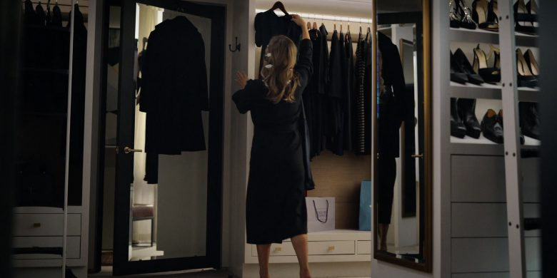 Bergdorf Goodman Store Paper Bag in The Morning Show Season 1 Episode 5 (2019) - TV Show Product Placement