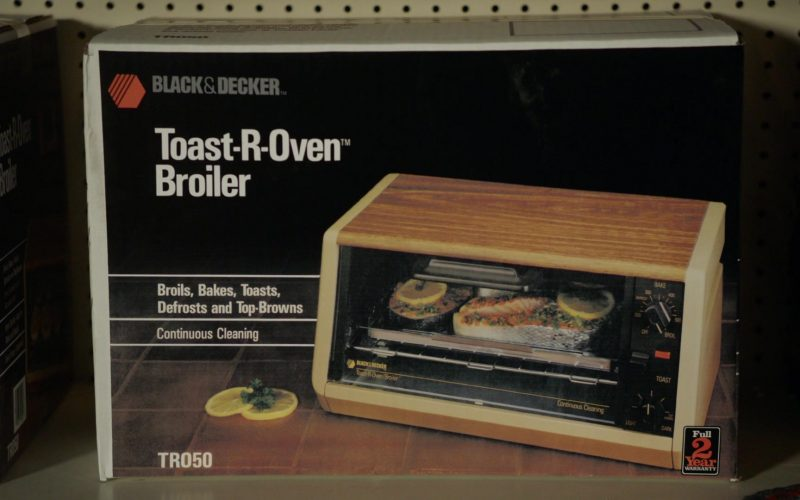 Black & Decker Toast-R-Oven Broiler in Young Sheldon Season 3 Episode 8 (2)