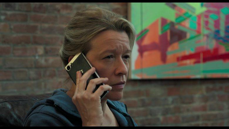 Blackberry Smartphone Used by Linda Emond in Gemini Man (3)