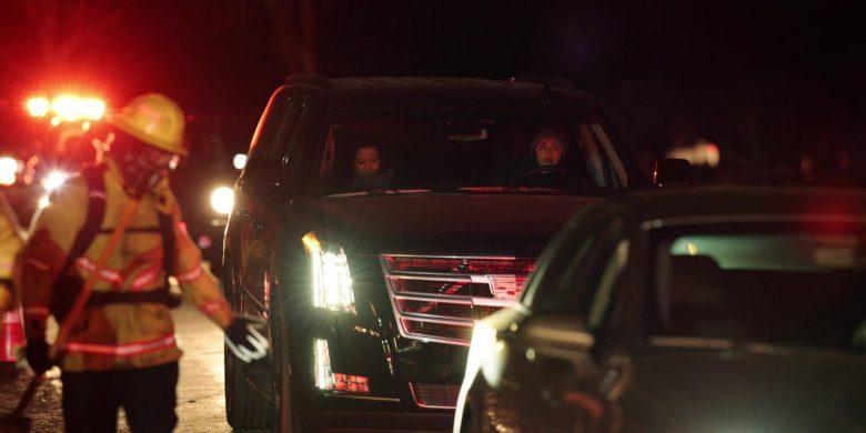 Cadillac Escalade Black Cars in The Morning Show Season 1 Episode 6 (6)