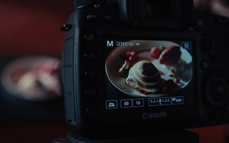 Canon Camera in Servant Season 1 Episode 1 Reborn (2019)