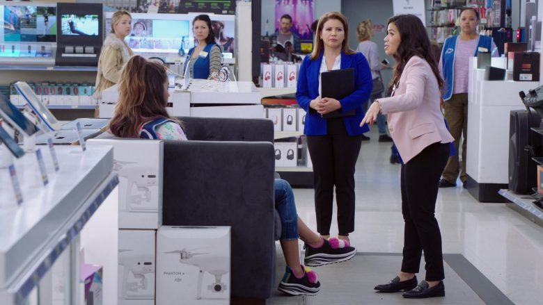 """DJI Phantom 4 Drones in Superstore Season 5 Episode 7 """"Shoplifter Rehab"""" (2019) - TV Show Product Placement"""