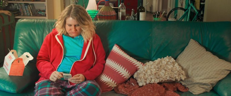 Dunkin' Donuts Enjoyed by Jillian Bell in Brittany Runs a Marathon (2019) - Movie Product Placement