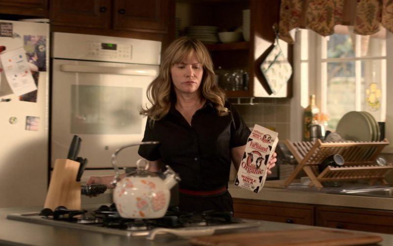 Farmland Milk Held by Jennifer Jason Leigh as Elsa Gardner in Atypical Season 3 Episode 5 (1)