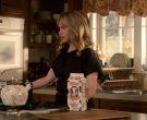 Farmland Milk Held by Jennifer Jason Leigh as Elsa Gardner in Atypical Season 3 Episode 5 (2)
