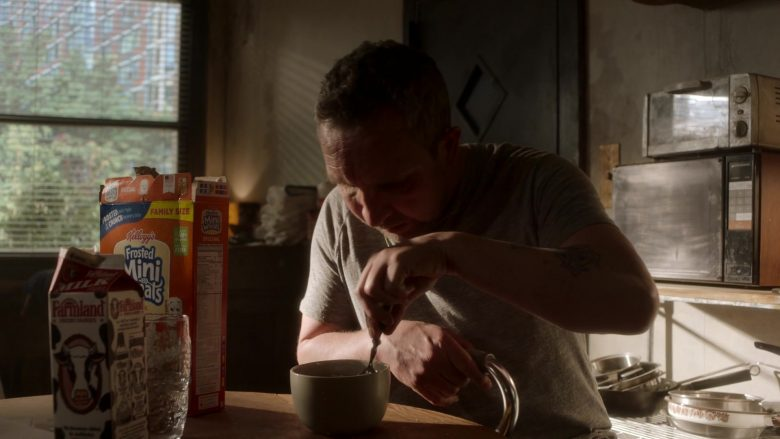 Farmland Milk and Kellogg's Frosted Mini Wheats Enjoyed by Eddie Marsan as Terry in Ray Donovan Season 7 Episode 1 (1)
