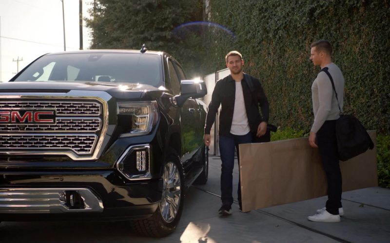 GMC Sierra 1500 Denali Pickup Truck in 9-1-1 Season 3 Episode 8 (2)