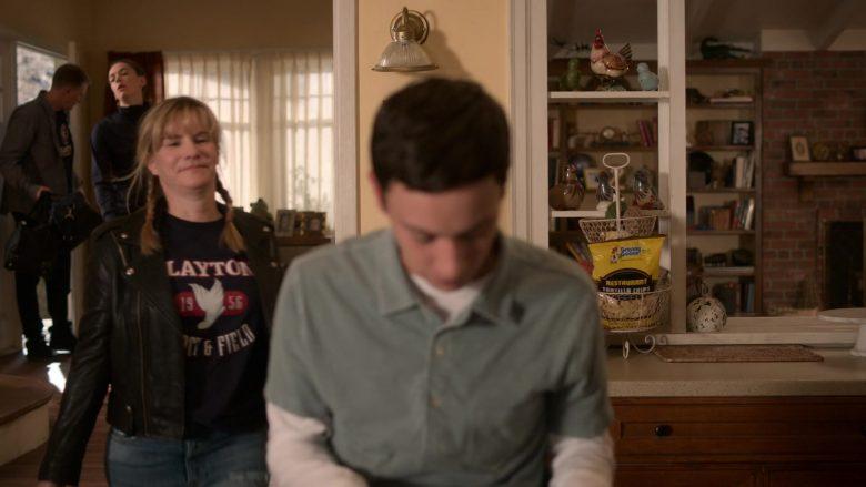 Granny Goose Restaurant Tortilla Chips in Atypical Season 3 Episode 9