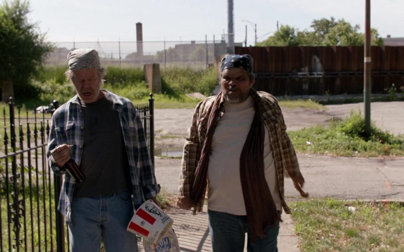 KFC Fast Food and Old Style Beer Held by William H. Macy as Frank Gallagher in Shameless Season 10 Episode 2 (1)