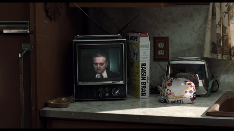 Kellogg's Raisin Bran Breakfast Cereal and Wonder Bread in The Irishman (2)