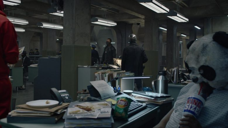 """Lay's Chips in Watchmen Season 1 Episode 5 """"Little Fear of Lightning"""" (2019) - TV Show Product Placement"""