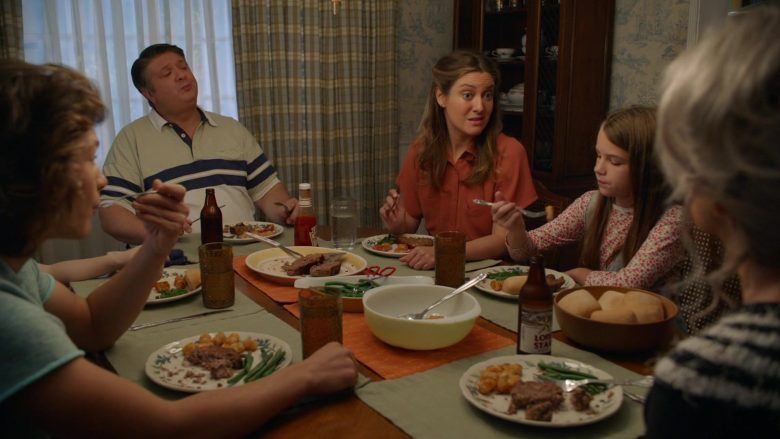 Lone Star Beer in Young Sheldon Season 3 Episode 6 A Parasol and a Hell of an Arm (2)