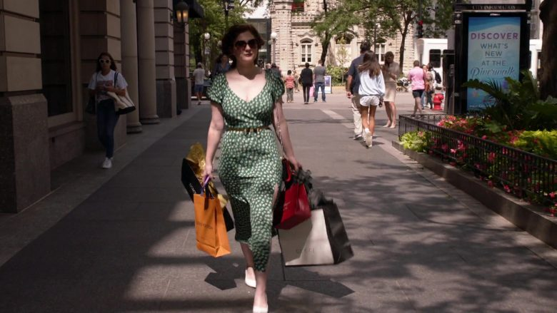 Louis Vuitton and Gucci Paper Bags Held by Emma Kenney as ... Emma Kenney 2019 Shameless