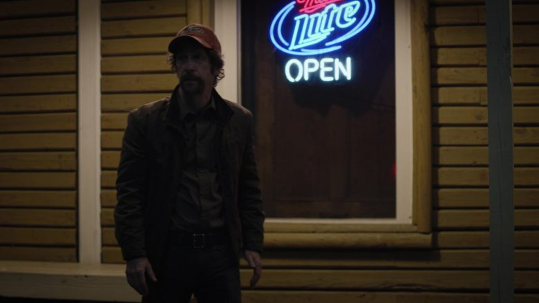 """Miller Lite Beer Sign in Watchmen Season 1 Episode 5 """"Little Fear of Lightning"""" (2019) - TV Show Product Placement"""