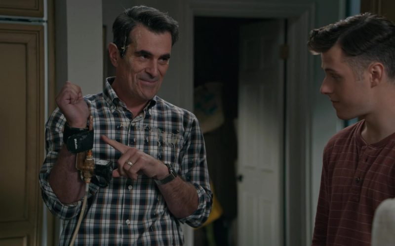Mueller Wrist Brace Worn by Ty Burrell as Phil Dunphy in Modern Family Season 11 Episode 6 (2)
