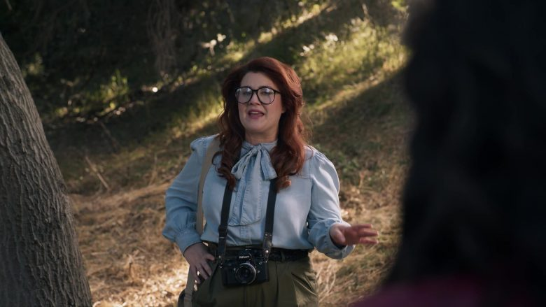 Nikon Camera in American Horror Story Season 9 Episode 8 (1)