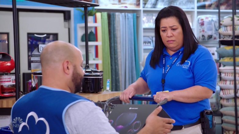 """Oculus Quest Virtual Reality Headsets in Superstore Season 5 Episode 9 """"Curbside Pickup"""" (2019) - TV Show Product Placement"""