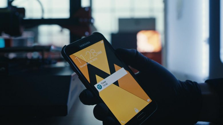 Samsung Galaxy Mobile Phone Used by Rami Malek as Elliot Alderson in Mr. Robot Season 4 Episode 5 (1)