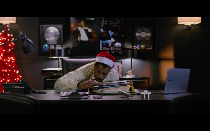 Samsung Laptop Used by Deon Cole in Holiday Rush (3)