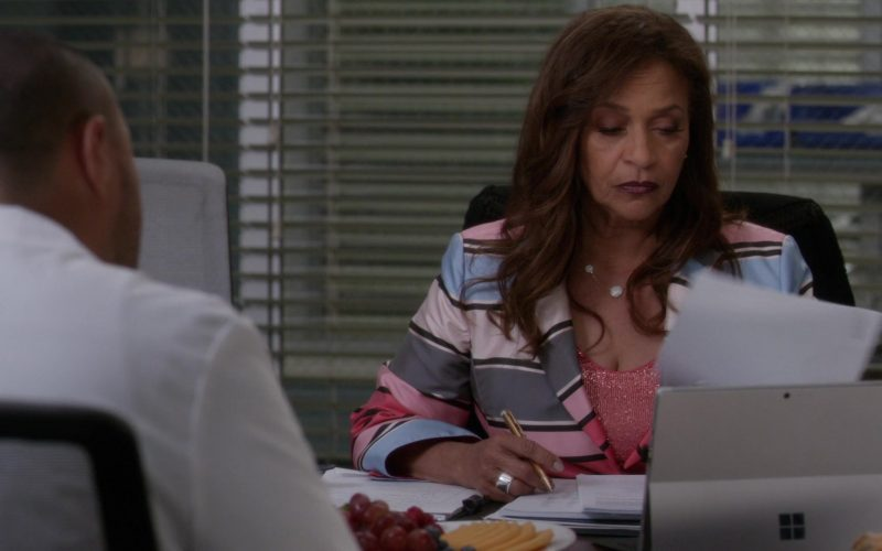 Surface Tablet by Microsoft in Grey's Anatomy Season 16 Episode 9 (1)