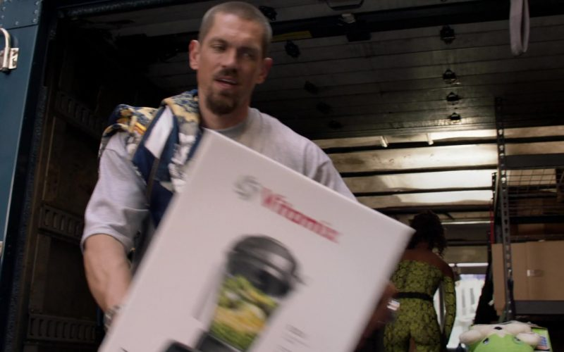 Vitamix Blender in Shameless Season 10 Episode 2 (1)
