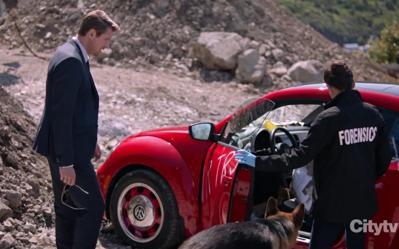 Volkswagen Beetle Red Car in Hudson & Rex Season 2 Episode 7 The Woods Have Eyes (2)