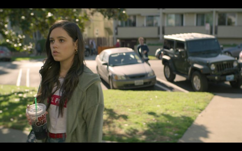 7-Eleven Big Gulp Drink Enjoyed by Jenna Ortega as Ellie Alves in YOU Season 2 Episode 1 A Fresh Start (1)