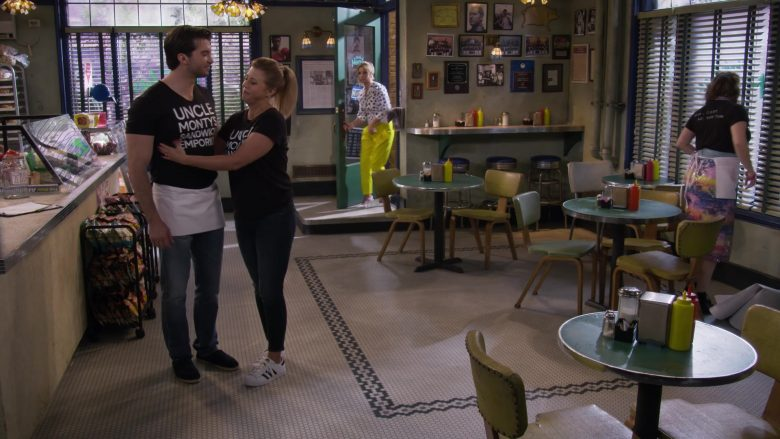 Adidas Sneakers Worn by Jodie Sweetin as Stephanie Tanner in Fuller House Season 5 Episode 5 (2)