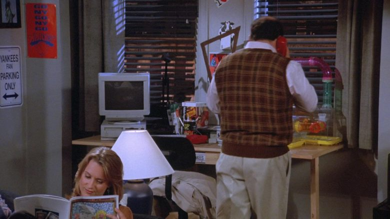 Apple Computer and Monitor Used by Jason Alexander as George Costanza in Seinfeld Season 7 Episode 8 The Pool Guy (1)