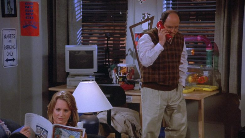 Apple Computer and Monitor Used by Jason Alexander as George Costanza in Seinfeld Season 7 Episode 8 The Pool Guy (2)